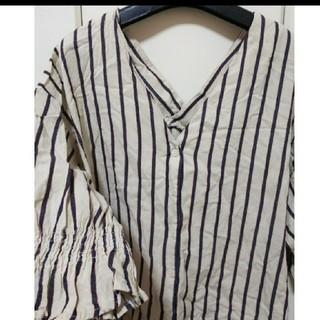 しまむら - ストライプ柄 抜き襟 シャツ