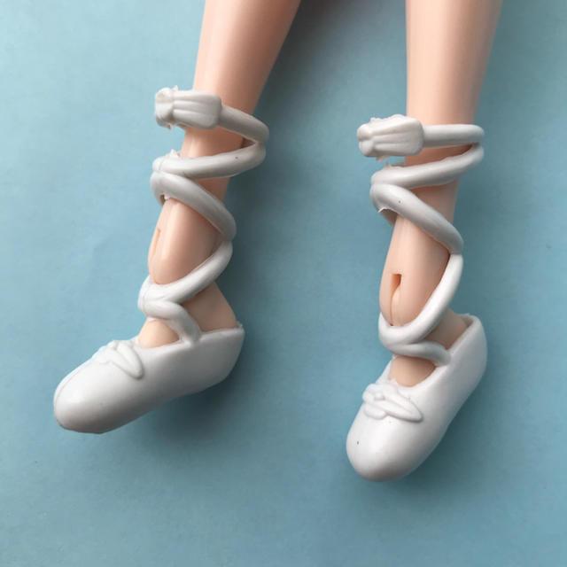 激安 バービー リカちゃん モモコ ドール バレエシューズ 白 キッズ/ベビー/マタニティのおもちゃ(ぬいぐるみ/人形)の商品写真