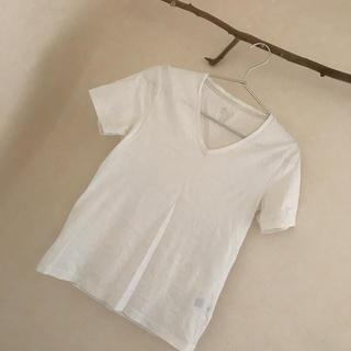 GU - 白VネックTシャツ