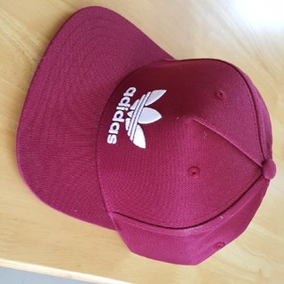 アディダス(adidas)のadidasの帽子です。(キャップ)