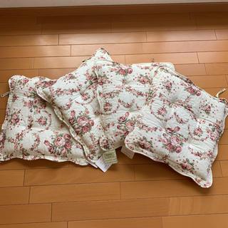LAURA ASHLEY - 綿100% シートクッション 薔薇 花柄❤️