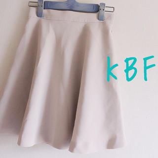 ケービーエフ(KBF)のKBF フレアスカート(ひざ丈スカート)