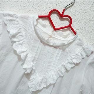シマムラ(しまむら)の新品 しまむら 花柄 刺繍 フリル ブラウス♥️Mサイズ 夢展望(シャツ/ブラウス(半袖/袖なし))