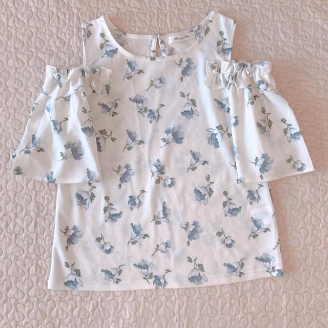 しまむら(シマムラ)のカットソー 花柄 白 M レディースのトップス(カットソー(半袖/袖なし))の商品写真