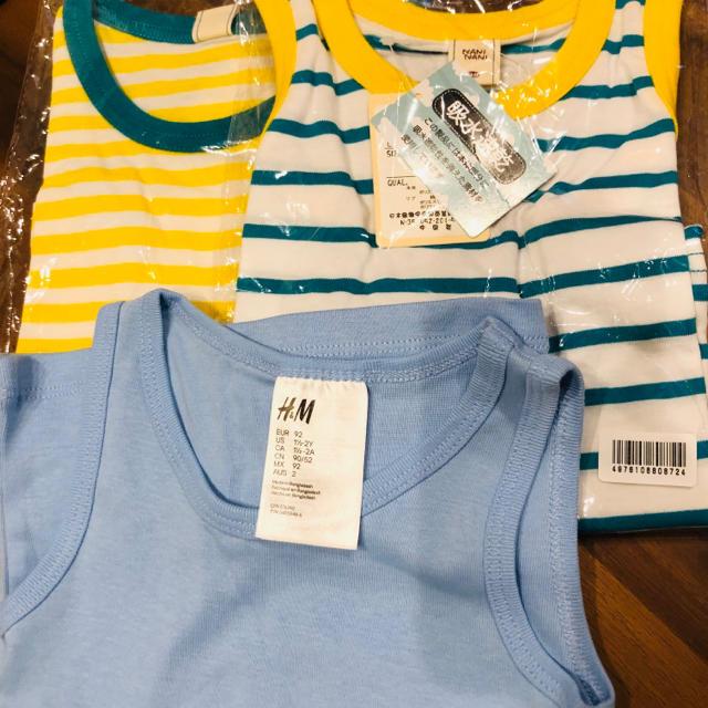 H&M(エイチアンドエム)の未使用、新品90㎝タンクトップ三点セットH&Mあり キッズ/ベビー/マタニティのキッズ服 男の子用(90cm~)(Tシャツ/カットソー)の商品写真