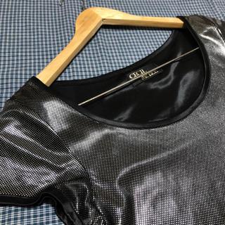 セシルマクビー(CECIL McBEE)のセシルマクビー トップス シルバー(シャツ/ブラウス(半袖/袖なし))