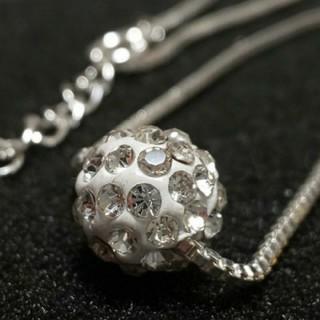 スワロフスキー(SWAROVSKI)のダイヤモンドキュービックジルコニア ボールデザイン ネックレス (ネックレス)