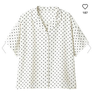 ジーユー(GU)のGU/ジーユー♡今期大人気!ドットオープンカラーシャツMサイズ(シャツ/ブラウス(半袖/袖なし))