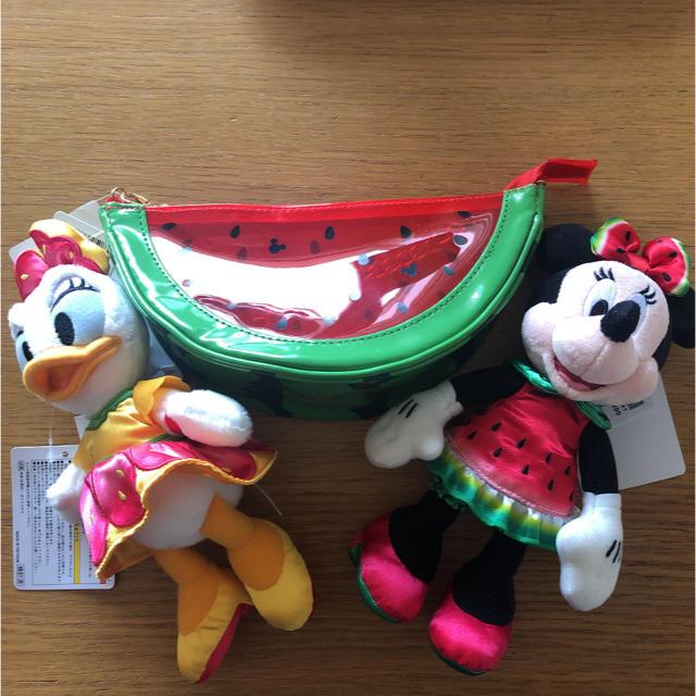 Disney(ディズニー)のSALE未使用❣️ディズニー ミニー デイジー スイカ バッグ ぬいぐるみバッジ エンタメ/ホビーのおもちゃ/ぬいぐるみ(キャラクターグッズ)の商品写真