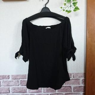 ジーユー(GU)のGU ブラック オフィショル トップス ブラウス  (シャツ/ブラウス(半袖/袖なし))
