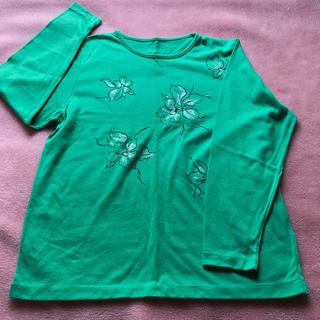 グリーンの長袖Tシャツ☆ラメ入りの花柄デザイン(Tシャツ(長袖/七分))