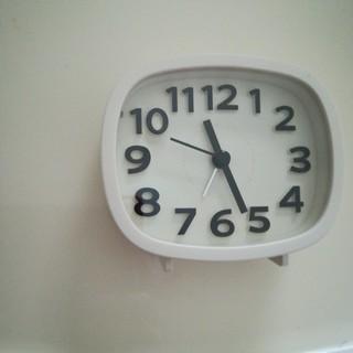 シンプル 目覚まし時計 白 置時計 置き時計 レトロ アラーム クロック