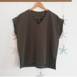 ジーユー(GU)のGU*°ジーユー Vネックブラウス(シャツ/ブラウス(半袖/袖なし))