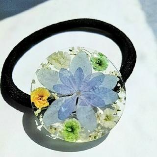 93;レジン ヘアゴム 1輪紫陽花×かすみ草(ヘアアクセサリー)