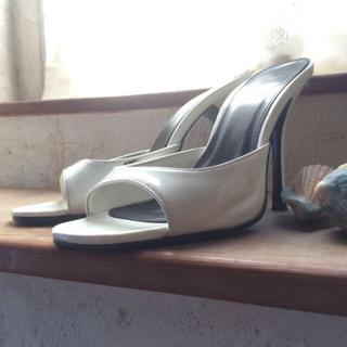 デュラス(DURAS)のデュラス 夏 sandal 白。(ミュール)