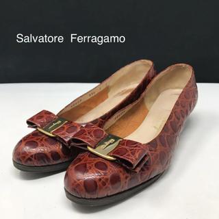 サルヴァトーレフェラガモ(Salvatore Ferragamo)の正規品 フェラガモ ヴァラリボン 型押し パンプス ブラウン(ハイヒール/パンプス)