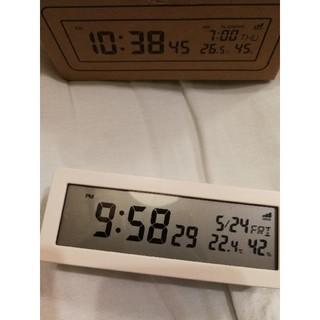MUJI (無印良品) - 無印良品  デジタル電波時計(大音量アラーム機能付)  置時計・ホワイト