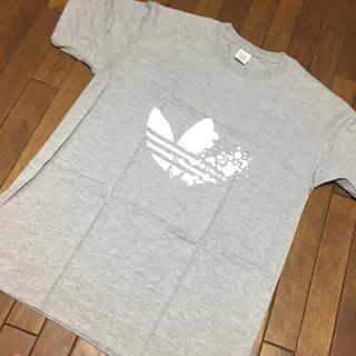 アディダス(adidas)のadidas☆グレー ロゴTシャツ(Tシャツ/カットソー(半袖/袖なし))