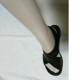 白と肌色ストッキングの2足