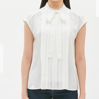 ジーユー(GU)のgu☆ボウタイブラウス白Sサイズ(シャツ/ブラウス(半袖/袖なし))