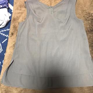 ジーユー(GU)の新品ジーユーカーキトップス サイズS(カットソー(半袖/袖なし))