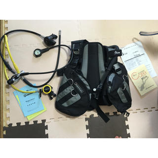 アクアラング(Aqua Lung)のBismのBCジャケットとアクアラングのレギュレーターのセット(マリン/スイミング)