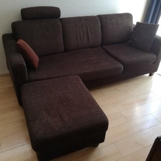 3人がけソファー。未開封替えカバー付。足安め、枕付。