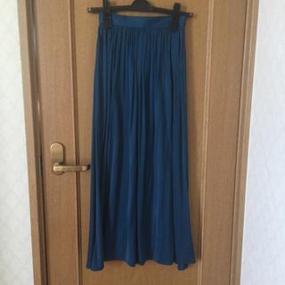 ジーユー(GU)のジーユー サテンフレアロングスカート マキシ丈スカート(ロングスカート)