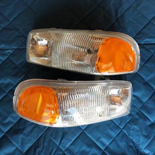 ジーエムシー(GMC)のGMC ユーコン 純正ヘッドライト シエラにも使用可能(車種別パーツ)