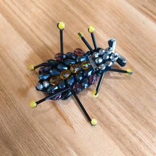 アッシュペーフランス(H.P.FRANCE)のメゾンスコッチ 虫ブローチ(ブローチ/コサージュ)