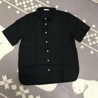 ジーユー(GU)のGU ブラック シンプル シャツ(シャツ/ブラウス(半袖/袖なし))