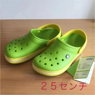 クロックス(crocs)の25センチ  新品 クロックス ボルトグリーン/レモン《即購入可》(サンダル)