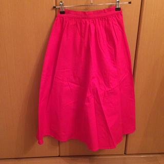 ジーユー(GU)のGU ジーユー 蛍光ピンク フレアスカート S 美品(ひざ丈スカート)