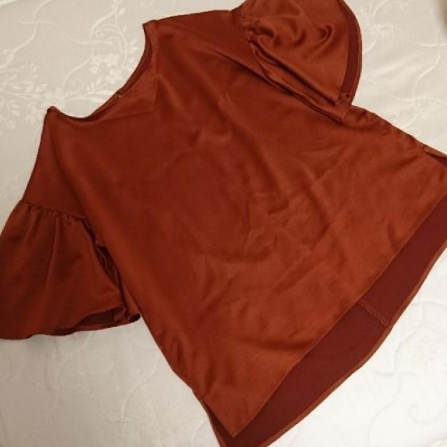 GU(ジーユー)のテラコッタカラー 半袖ブラウス レディースのトップス(シャツ/ブラウス(半袖/袖なし))の商品写真