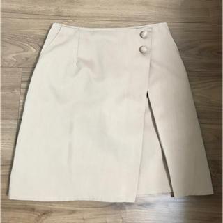 ベージュの膝スカート(ひざ丈スカート)