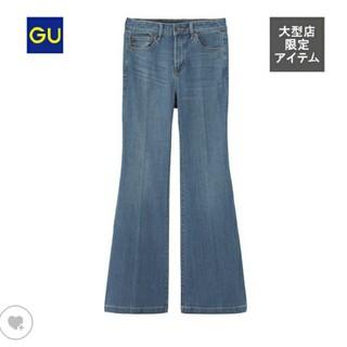 ジーユー(GU)のGU フレアジーンズ Mサイズ ブルー(デニム/ジーンズ)
