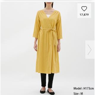 ジーユー(GU)のGU カシュクールガウン 七分袖 S 黄色(ひざ丈ワンピース)