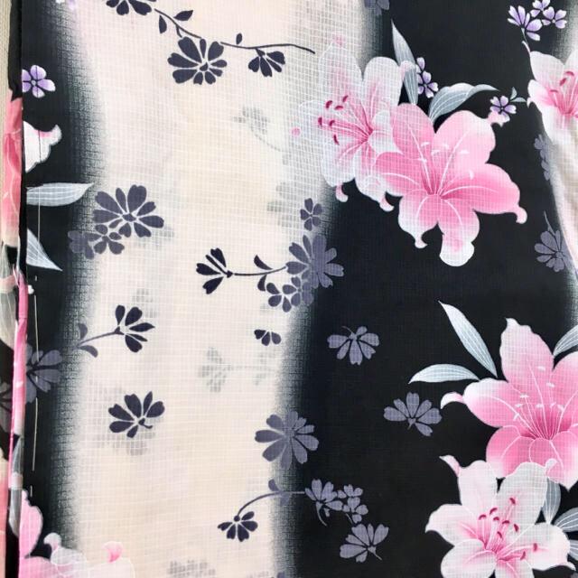 1.新品 10L 黒色にクリーム色、ピンク、紫、薄緑(百合、雛菊)浴衣単品 レディースの水着/浴衣(浴衣)の商品写真