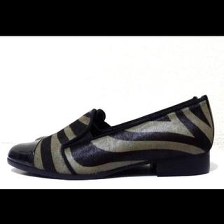 ダイアナ(DIANA)の22.5cm*新品同様*DIANA 牛革&ゼブラ  ローヒール フラットシューズ(ローファー/革靴)