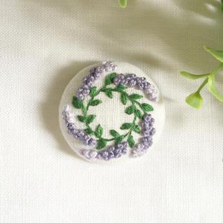 刺繍ブローチ ラベンダーリース(コサージュ/ブローチ)