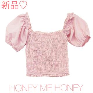 ハニーミーハニー(Honey mi Honey)のハニーミーハニー オフショルダー パフスリーブ シャーリングトップス ブラウス(シャツ/ブラウス(半袖/袖なし))