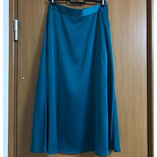 ジーユー(GU)のgu エメラルドグリーン スカート(ひざ丈スカート)