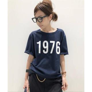 アパルトモンドゥーズィエムクラス(L'Appartement DEUXIEME CLASSE)のAMERICANA 1976 T-sh NAVY ネイビー (Tシャツ(半袖/袖なし))