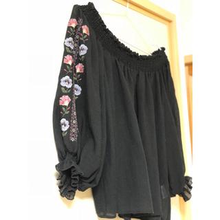 ダブルクローゼット(w closet)の刺繍トップス ¥1,300→¥990(シャツ/ブラウス(長袖/七分))