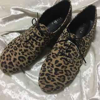 新品未使用 ヒョウ柄 フラットシューズ(ローファー/革靴)