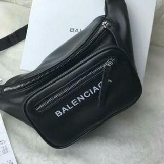 バレンシアガ(Balenciaga)のBalenciaga メンズレデイースウエストバッグ (ウエストポーチ)