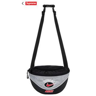 シュプリーム(Supreme)のSUPREME NIKE シルバー  Shoulder Bag(ショルダーバッグ)