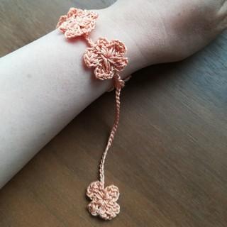 パールオレンジのお花 ブレスレット&アンクレット ハンドメイド*手編み(ブレスレット/バングル)