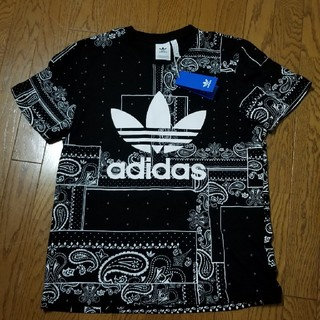 adidas - adidas BANDANA Tシャツ 新品、タグ付き
