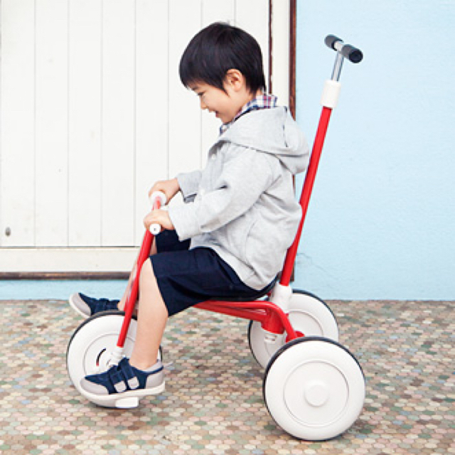 MUJI (無印良品)(ムジルシリョウヒン)の(新品) 無印良品 舵取り棒付き レッド キッズ/ベビー/マタニティの外出/移動用品(三輪車)の商品写真